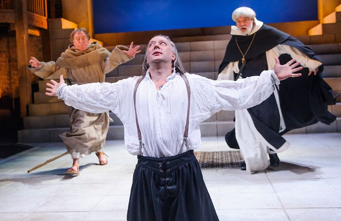 Geoffrey Freshwater (Friar Barnadine), Jasper Britton (Barabas) and Matthew Kelly (Friar Jacomo) in The Jew Of Malta by Christopher Marlowe @ Swan, Stratford-upon-Avon. An RSC production. Ph