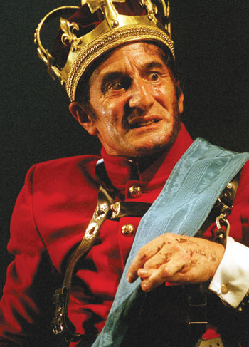 Henry Goodman as Richard III at the Royal Shakespeare Theatre in 2003. Photo: Manuel Harlan