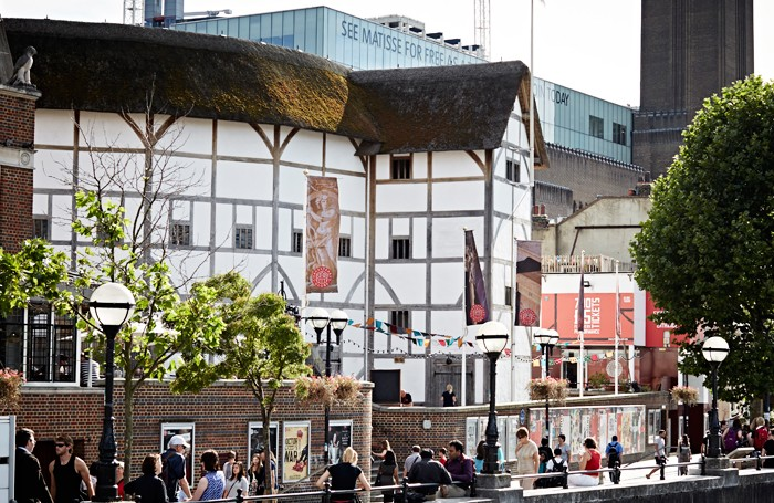 shakespeare s globe sparks new row with lighting designers over
