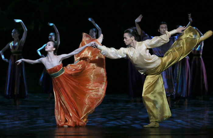 Qi Bingxue and Wu Husheng in Shanghai Ballet: Echoes of Eternity at the London Coliseum. Photo: Chen Wen
