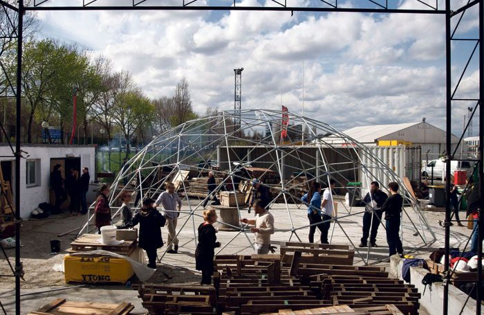 Building the Good Chance Theatre's dome in Paris. Photo: David Sandison