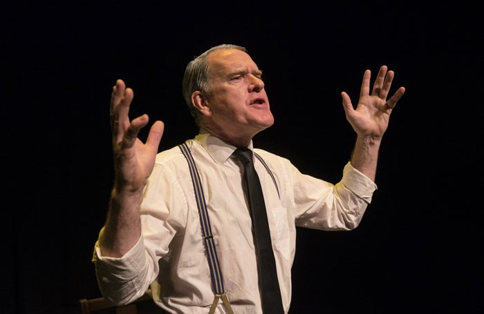 https://cdn.thestage.co.uk/wp-content/uploads/2017/06/13115659/I-Hear-You-And-Rejoice-2-Mikel-Murfi1-700x455.jpg