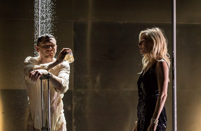 Jack O'Connell and Sienna Miller in Cat on a Hot Tin Roof at the Apollo Theatre, London. Photo: Johan Persson