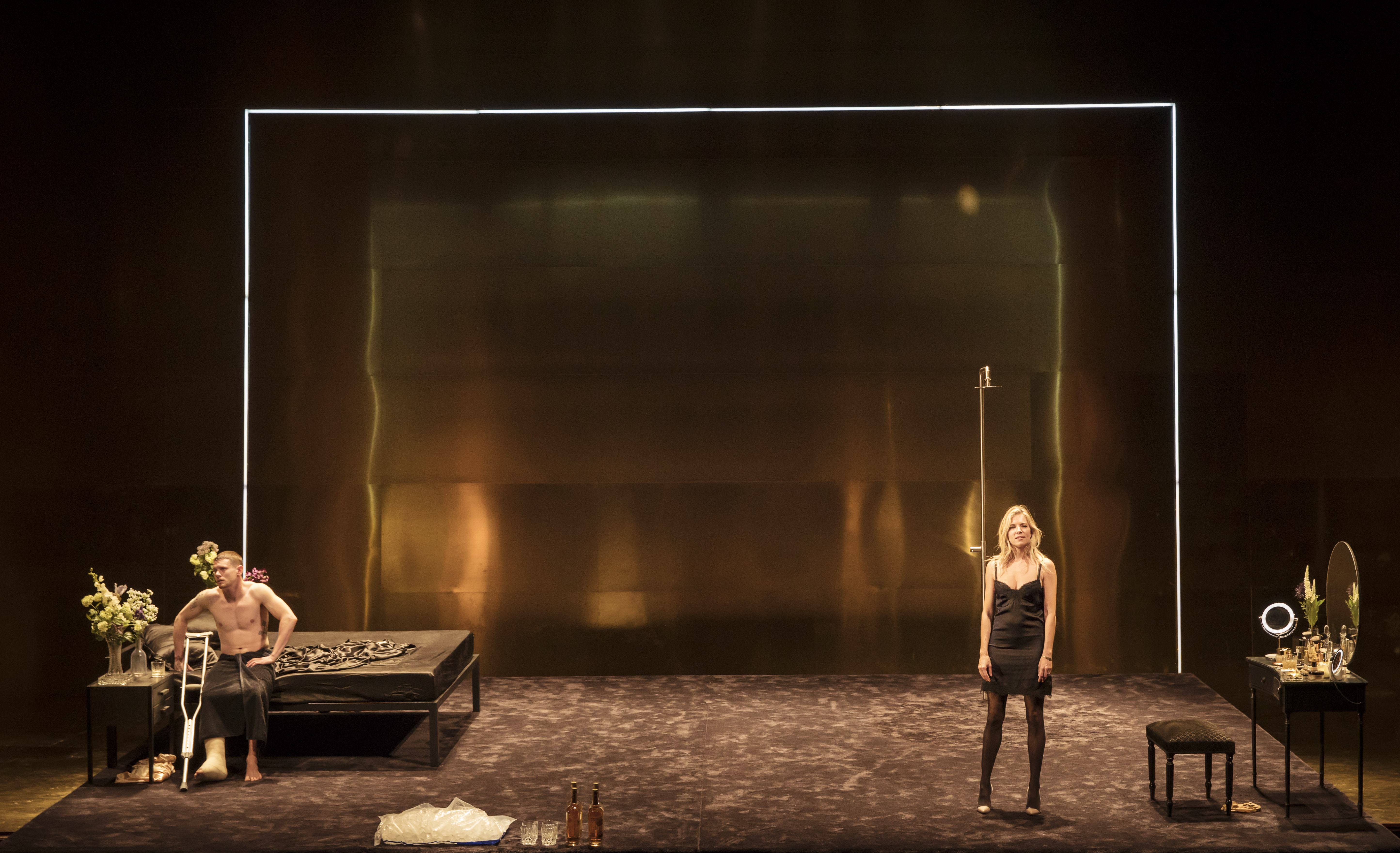 Cat On A Hot Tin Roof Theatre Review