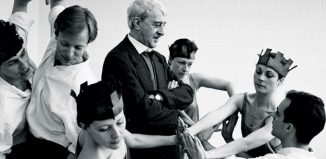 Kenneth MacMillan and cast in rehearsal for Sea of Troubles in 1988. Photo: Neil Libbert