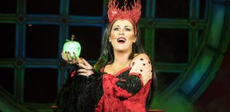 Jessie Wallace in Snow White and the Seven Dwarfs at Churchill Theatre, Bromley