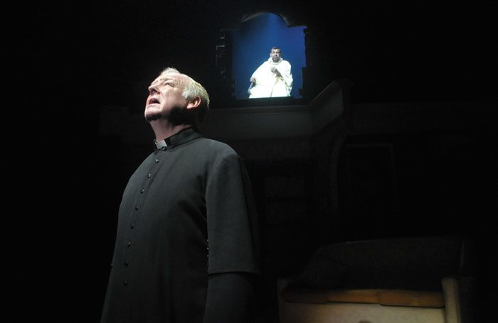 Les Dennis in The Miracle of Great Homer Street at Royal Court, Liverpool. Photo: Zanto Digital